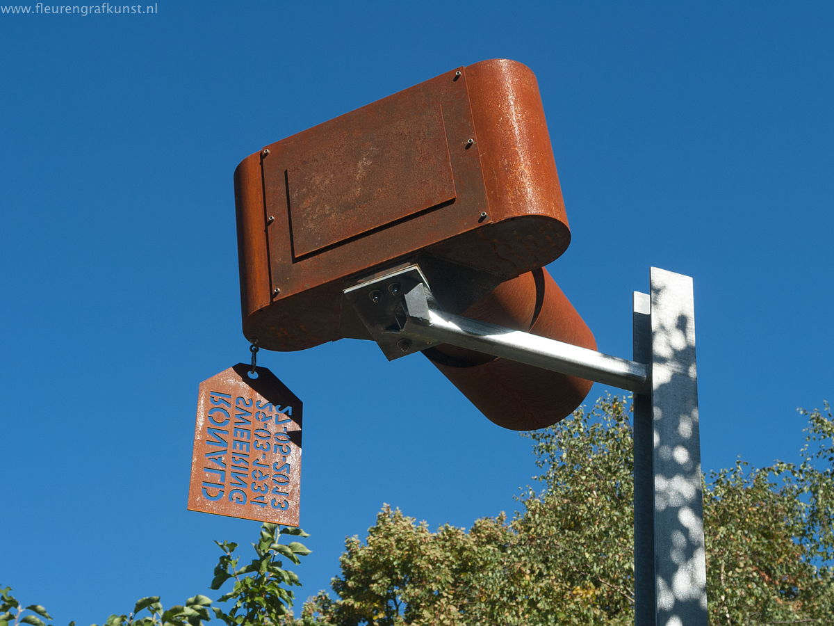 Large camera-headstone made from weathering steel - grabstein aus edelrostahl - Cortensteel on graveyard 'de Nieuwe Ooster' in Amsterdam for dutch photographer Ronald Sweering
